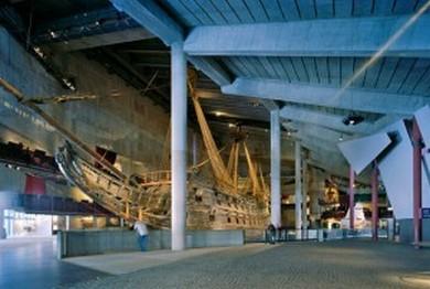 El Museo Vasa alberga un navío intacto del siglo XVII. Recibe alrededor de 800.000 visitantes al año.