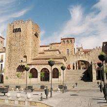 Torre de Bujaco, ermita de la Paz y arco de la Estrella