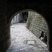 Angosto rincón de Kotor