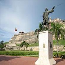 Estatua de Blas de Lezo frente al castillo de San Felipe