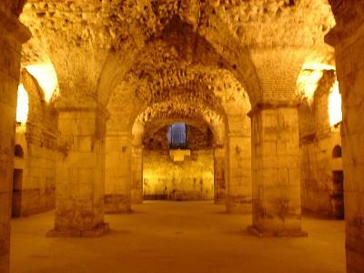 Cimientos del palacio de Diocleciano