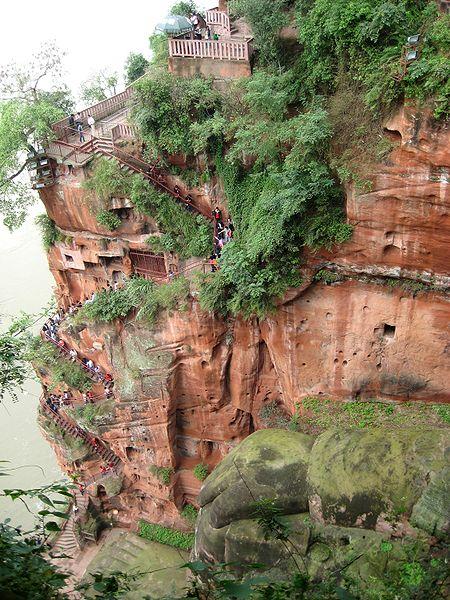 El buda más alto del mundo está en Leshan (China), entre la abrumadora naturaleza del monte Emei 4