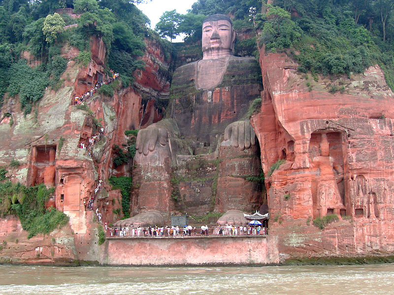 El buda más alto del mundo está en Leshan (China), entre la abrumadora naturaleza del monte Emei 3