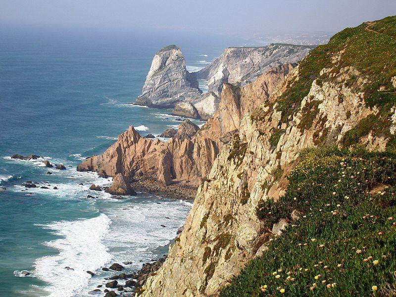 800px-Cabo_da_Roca,_Sintra-Cascais_Natural_Park,_Portugal_(12_May_2007)-Foto de Husond-Wikimedia Commons