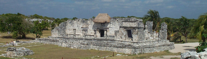 799px-Tulum_ruins_templo_del_dios_descendente