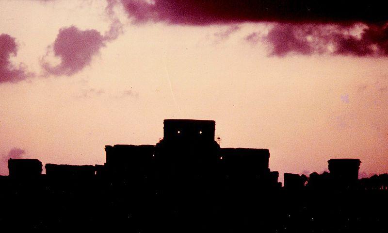 800px-Castillo_at_Sunset