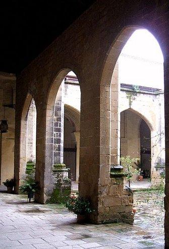 400px-Baeza_-_Catedral,_claustro_10