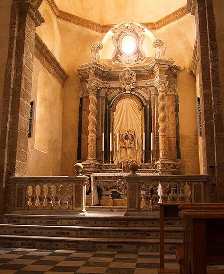 479px-Alghero_Dom_Altar
