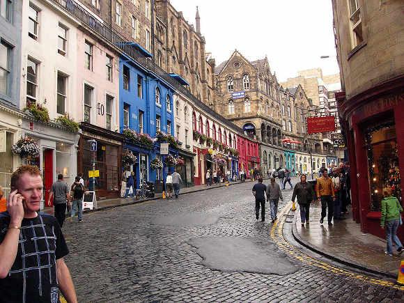 799px-Edinburgh_Victoria_Street01