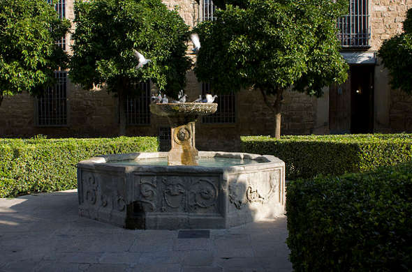 800px-Úbeda-Fuente_de_la_antigua_Carcel-20110919