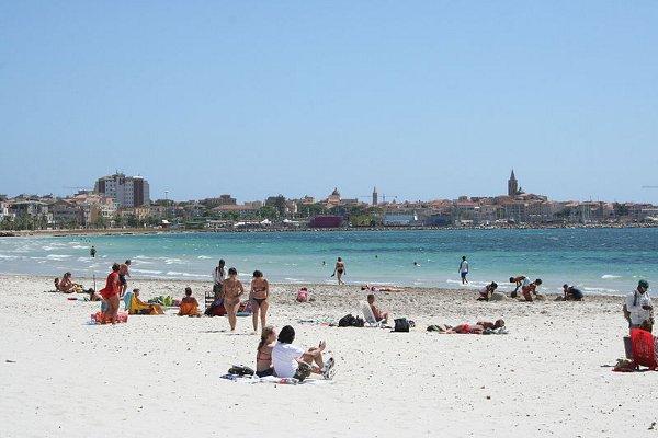800px-Alghero_dalla_spiaggia_del_lido