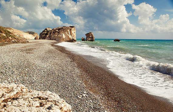 800px-Petra_tou_romiou_beach