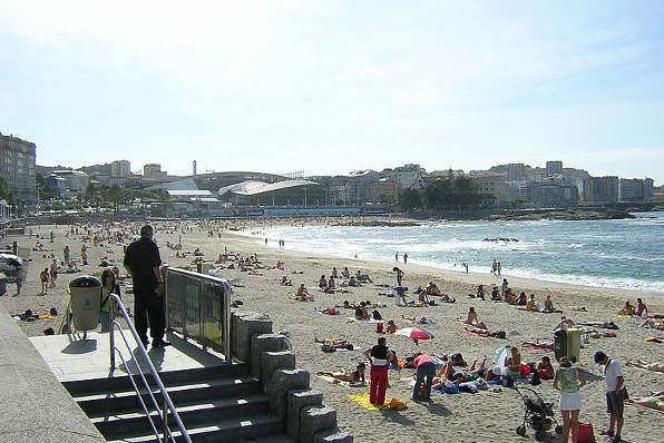 800px-Praia_de_Riazor.A_Coruña_Galicia