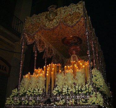 800px-Real,_Venerable_e_Ilustre_Cofradía_de_Nuestro_Padre_Jesús_del_Perdón_y_María_Santísima_de_la_Aurora,_Granada,_Semana_Santa_2009_(38)