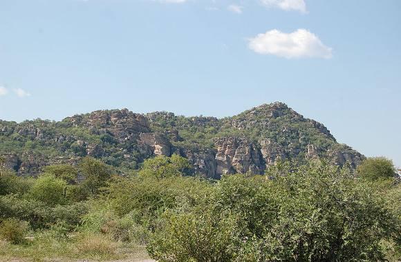800px-Tsodilo_Hills,_Botswana1