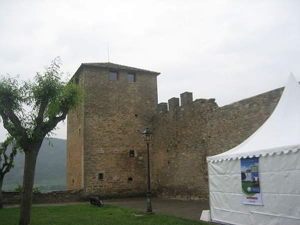 800px-Castillo_de_Aínsa_3