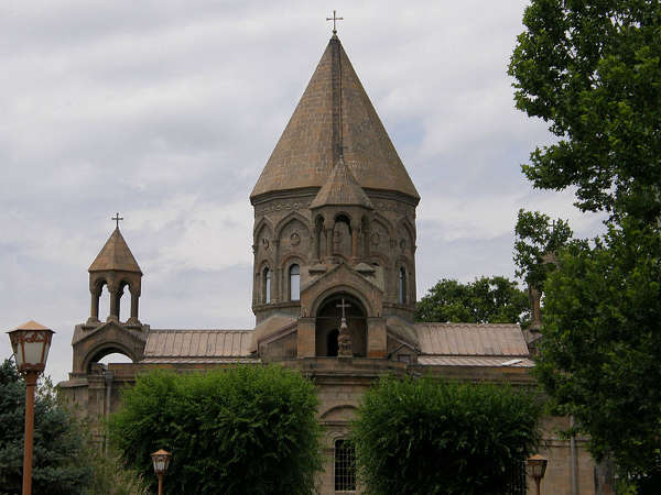 800px-Echmiadzin_Cathedral_dome