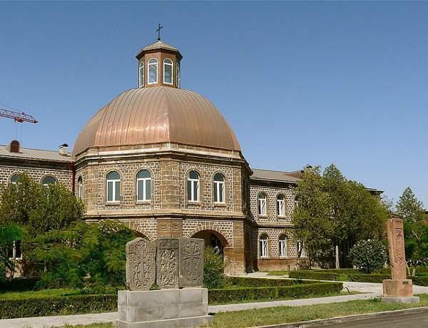 800px-Etchmiadzin_Seminary