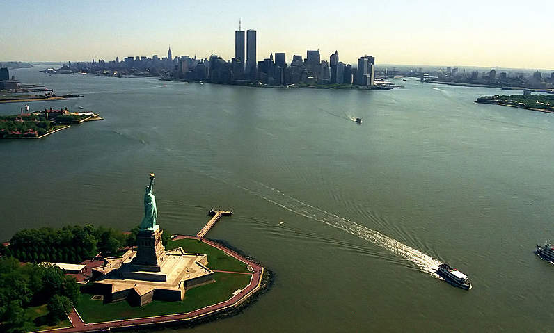 800px-Manhattan_from_helicopter_edit1