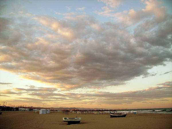800px-Playa_de_la_Malvarrosa_(Valencia)