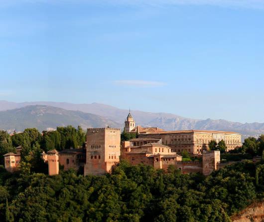 Alhambra_y_Sierra_Nevada_de_fondo
