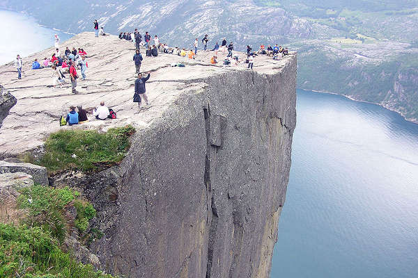 El acantilado de Preikestolen, en Noruega