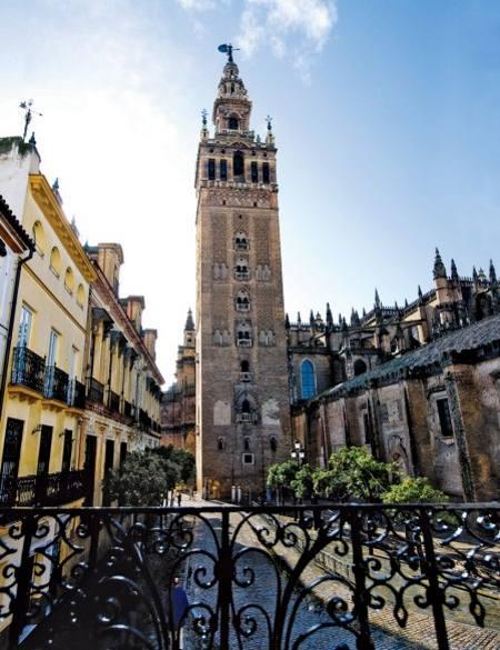 Eme catedral hotel in seville for Hotels seville