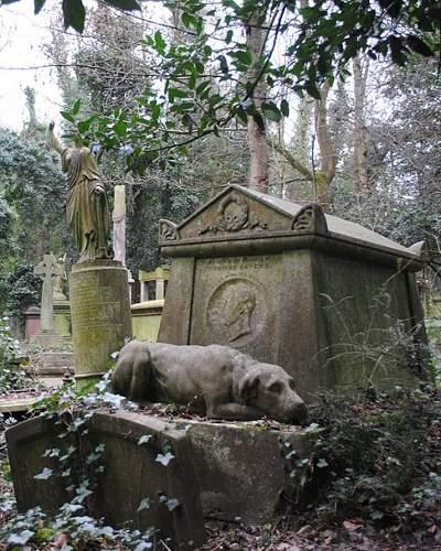 Si no te resistes al lado oscuro, adéntrate en el turismo de cementerios 4