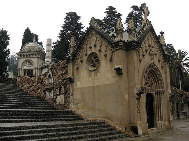Si no te resistes al lado oscuro, adéntrate en el turismo de cementerios 8