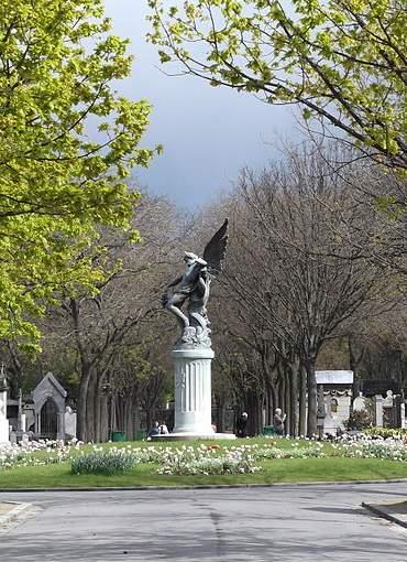Si no te resistes al lado oscuro, adéntrate en el turismo de cementerios 3