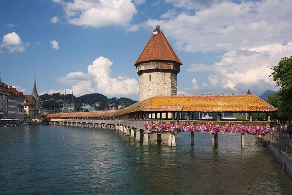 El Kapellbruecke de Lucerna. Suiza