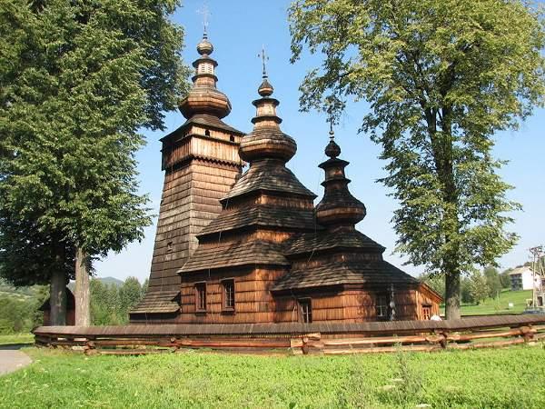 Tserkvas, Ucrania y Polonia