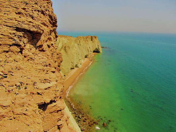 Costa sur de la isla de Ormuz, golfo Pérsico, Irán