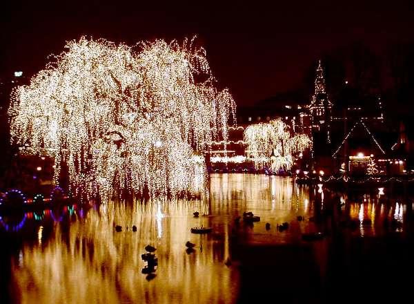 Mercado de Navidad de Copenhague, en Tivoli Park, Dinamarca