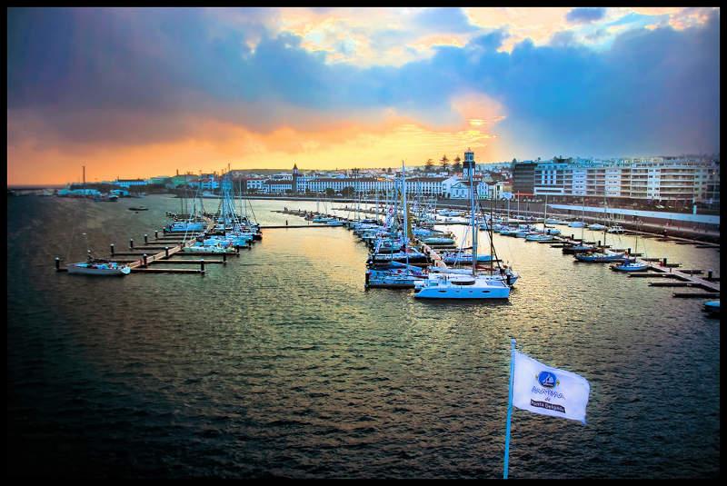 Paseo marítimo y puerto de Ponta Delgada, San Miguel Azores