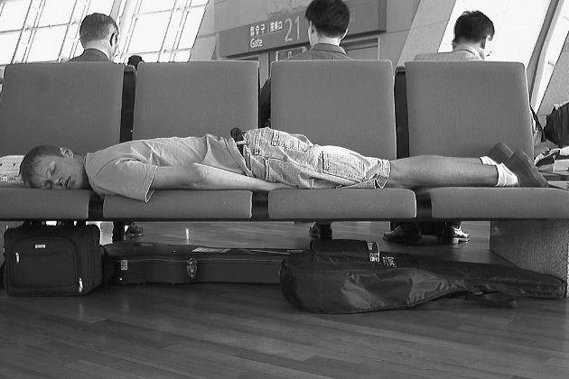 Dormir en un aeropuerto, trucos para ahorrar