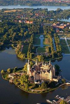 Foto aérea del palacio de Schwerin, Alemania