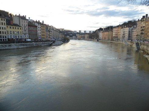 Si viajas a Lyon, descubrirás el río Saona a su paso por la ciudad